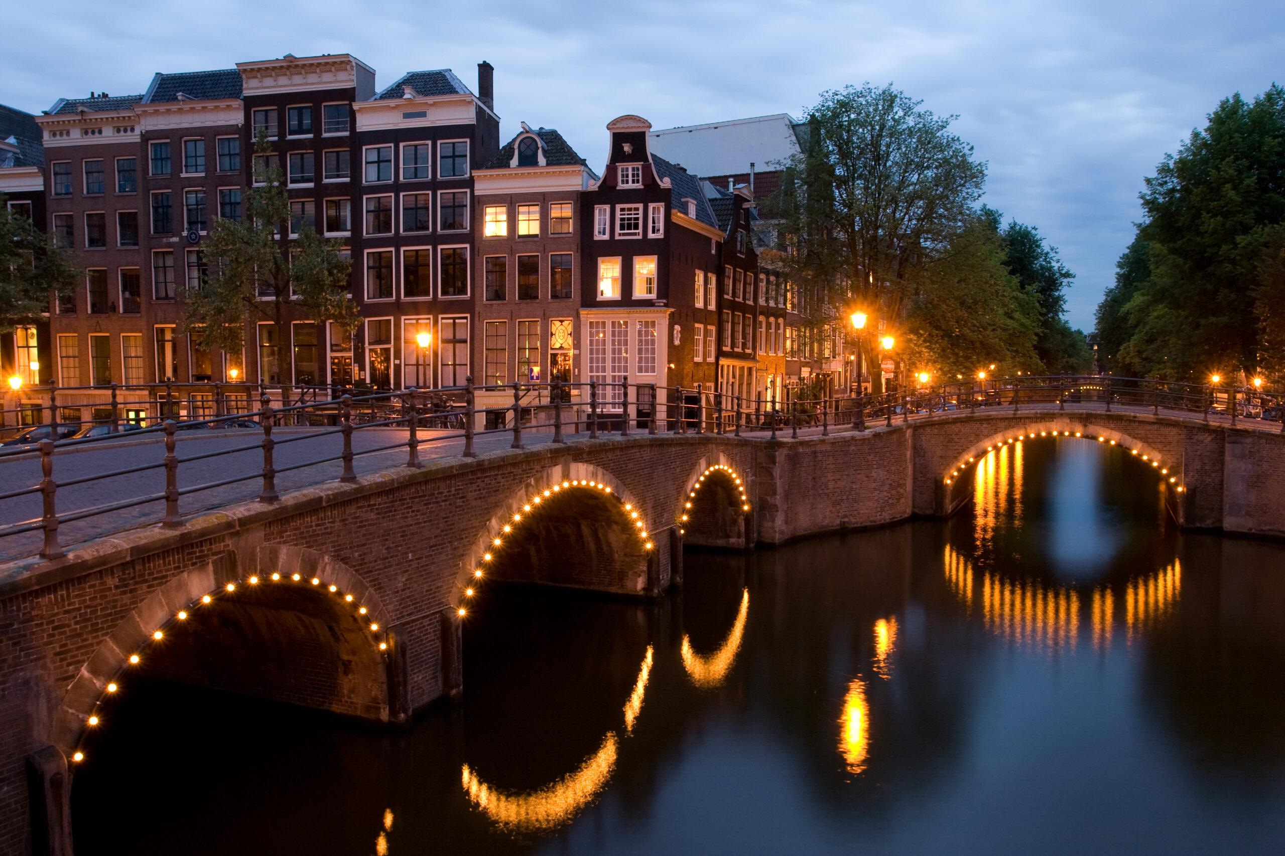 De amsterdamse taxi service staat altijd voor u klaar