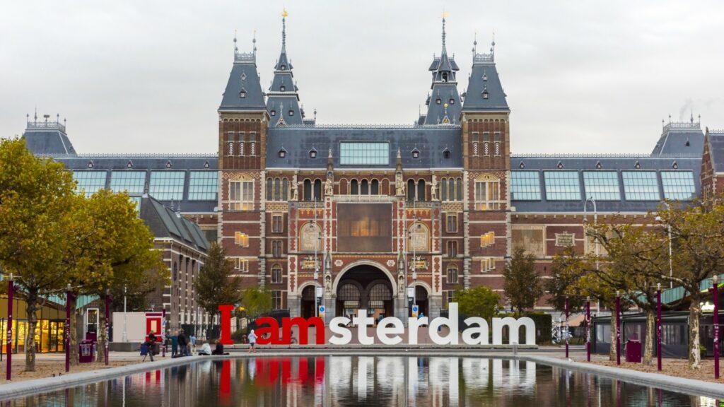 De amsterdamse taxi service is al jarenlang een begrip in Amsterdam en omstreken. Betaal uw taxi direct online.