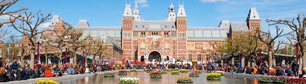 Taxi Amsterdam Zuid nodig? Bestel bij de Amsterdamse Taxi Service. Van een taxi Rijksmuseum tot een verre rit.
