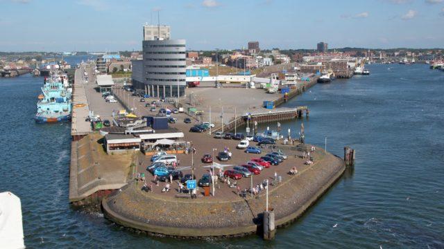 Bestel uw taxi IJmuiden bij de Amsterdamse Taxi Service.