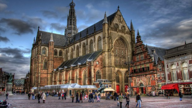 Taxi Haarlem? Bestel uw taxi in Haarlem bij de Amsterdamse Taxi Service.